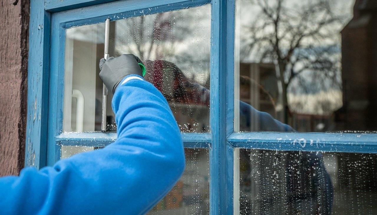 Den besten Glasreiniger für zuhause selber herstellen